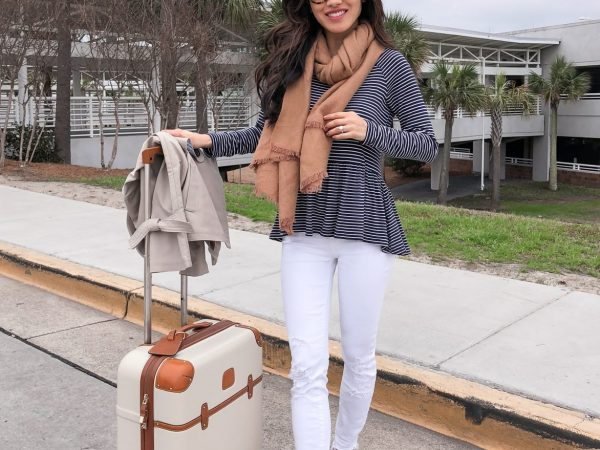 airport travel casual outfit white jeans petite fashion